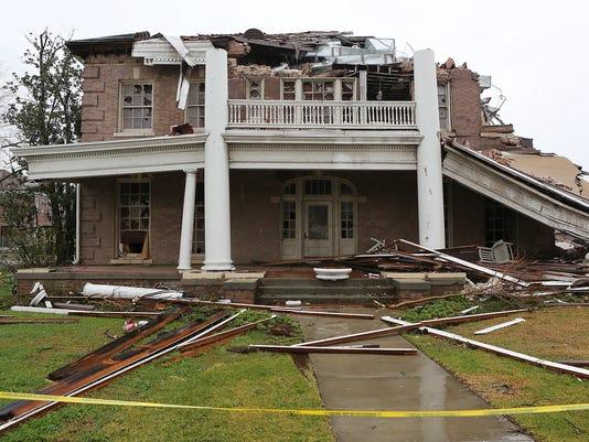 Brett Favre Talks Of Surviving Tornado In Mississippi