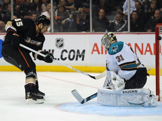 031813-emerson-etem-ducks-sharks
