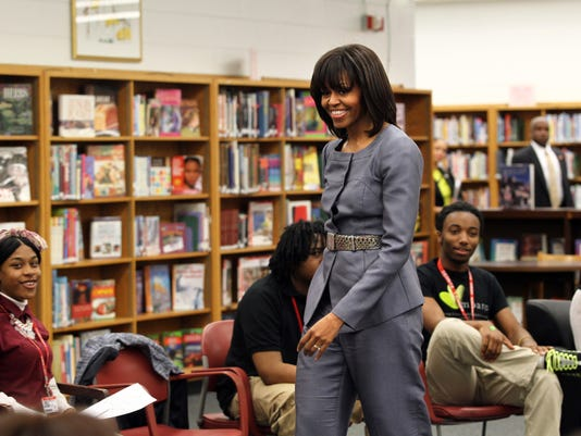 Michelle Obama in Chicago school