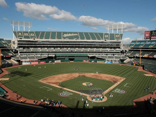 2013-04-10-oakland-coliseum-sports-weekly