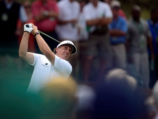 2013-04-11-Phil-Mickelson-chip