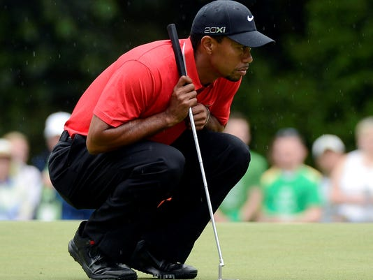 2013-04-14-tiger-woods-crouch-lunge