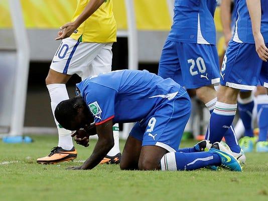 2013-06-23-balotelli-injured