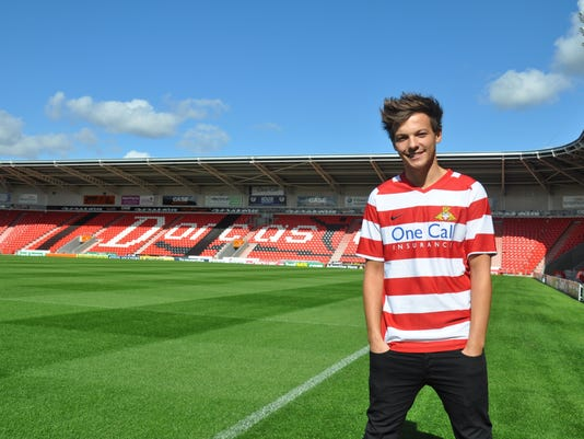 2013-8-1-louis-tomlinson-one-direction