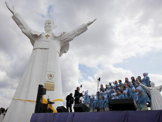 giant john paul II statue