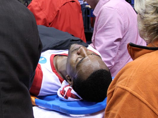 033113-kevin-ware-stretcher-ncaa