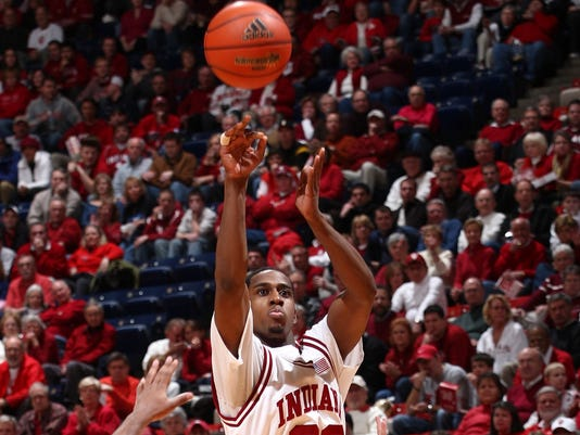 2009-02-04-devan-dumes-indiana-basketball