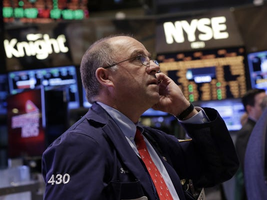 Stocks up up up dow closes at record high for 14 wall street 23rd floor