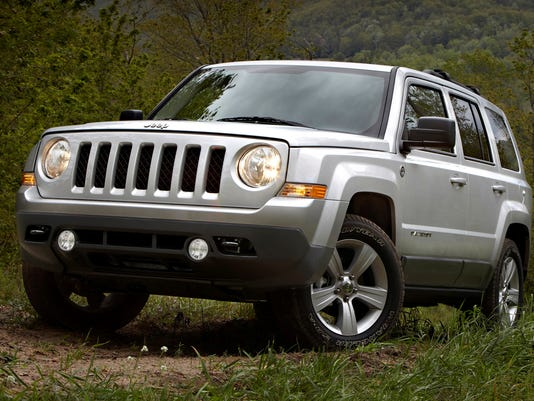 chrysler to recall 630 000 suvs worldwide. Black Bedroom Furniture Sets. Home Design Ideas