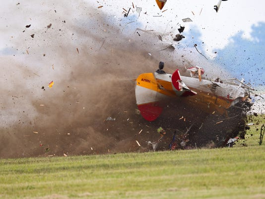 ohio air show resumes after stuntwoman  pilot die