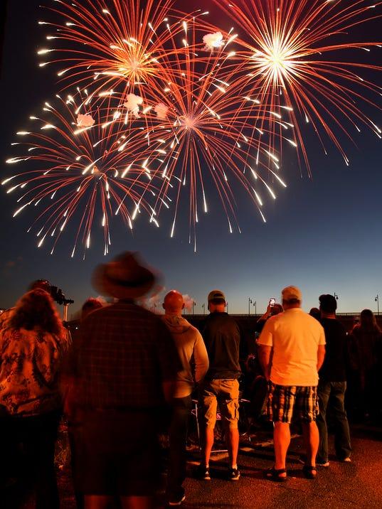 Fireworks-Bridge-Blast-02.JPG