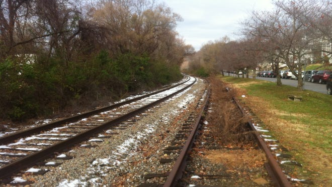 Cincinnati City Council and many East Side residents want to turn part of the Oasis railway into a bike and pedestrian trail.
