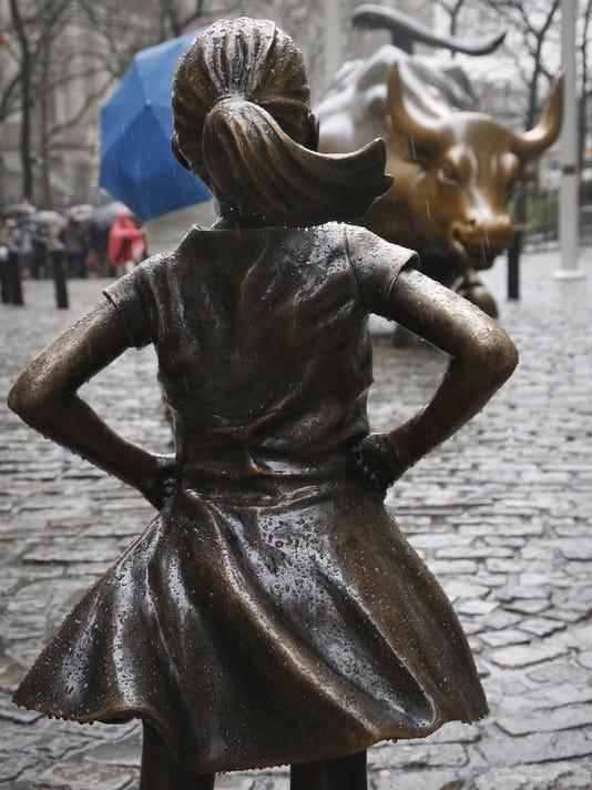 CHARGING BULL VS FEARLESS GIRL