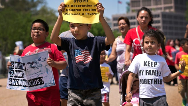 Niños marchan afuera de la Casa Blanca pidiendo una reforma migratoria. Foto archivo.