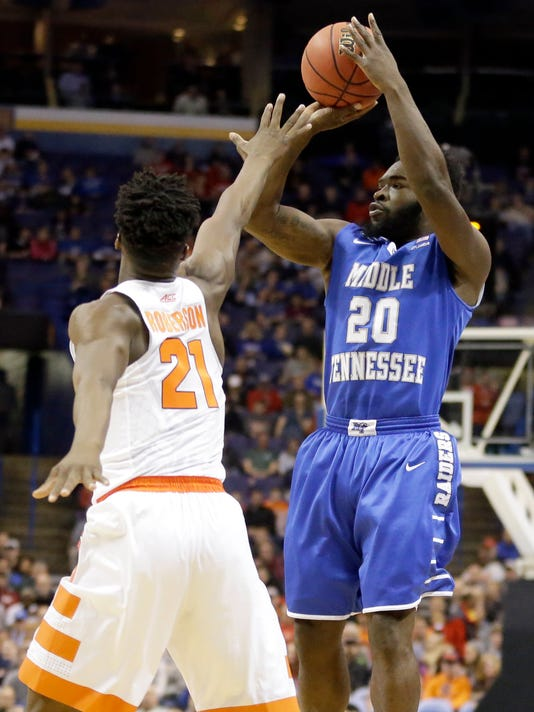 Middle Tennessee's Giddy Potts, right, shoots over Syracuse's Tyler Roberson during the first half in a second-round men's college basketball game in the NCAA Tournament, Sunday, March 20, 2016, in St. Louis. (AP Photo/Jeff Roberson)