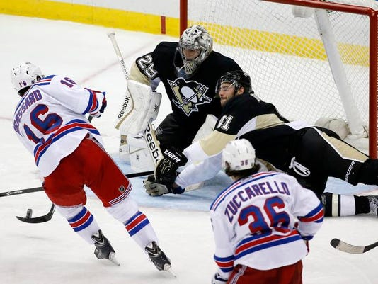 Rangers Penguins Hockey (3)