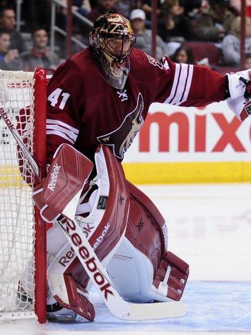 Arizona Coyotes goalie Mike Smith (41) signals to teammates