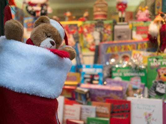 Christmas Shoppers Hunt For Gifts