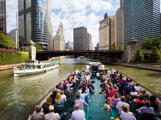 Tourists on the Chicago Architecture Foundation River