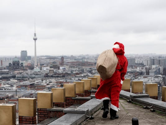 Santa Claus Lands On Kollhoff Tower