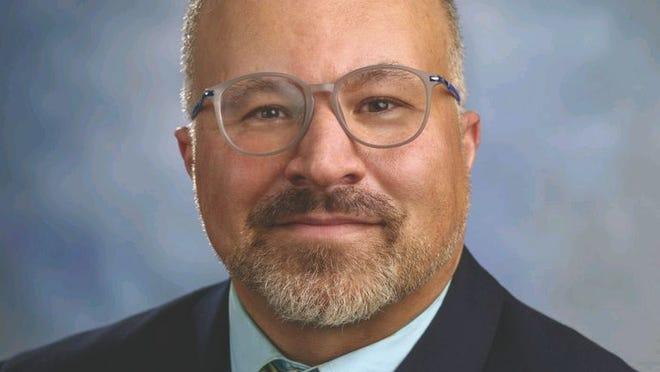 O Dr. Carlos Pavão, que conta com mais de 20 anos de experiência em saúde pública, tanto a nível local como nacional, está a escrever um livro sobre disparidades em saúde vividas pelas populações de língua portuguesa nos Estados Unidos.