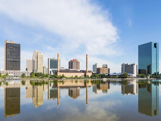 12. Toledo, OH   • Population decrease due to migration, 2010-2017:  -18,475   • Population change, 2010-2017:  -1.0% (610,002 to 603,668)   • Natural growth, 2010-2017:  54,309 births, 42,313 deaths   • Median home value:  $129,200