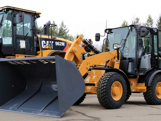 caterpillar-earth-movers-tractors-e1460991377232.jpg