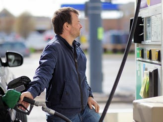 Gas prices plummet amid 'bewildering' decline for oil as Thanksgiving travel approaches