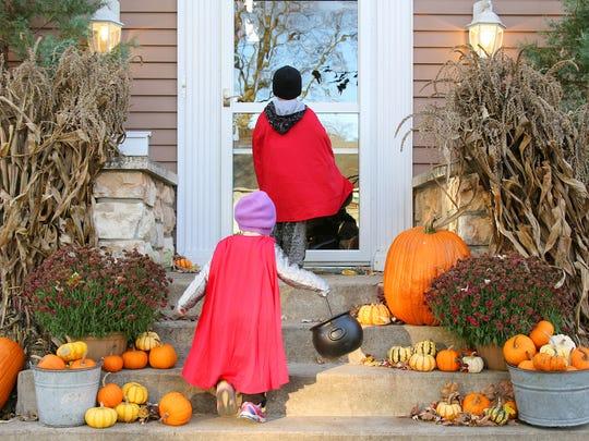 kids-trick-or-treating-halloween-ohio.jpg