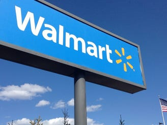 Walmart to team with Advance Auto Parts for online store, lowers FY 2019 earnings forecast