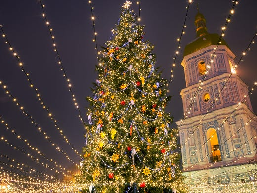 25 stunning Christmas light displays around the world