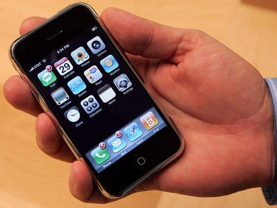 Apple iPhone (original)– 2007