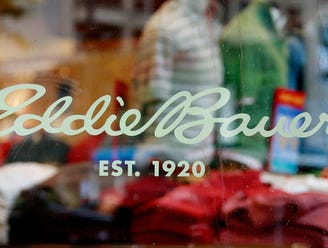 15. Eddie Bauer   • Industry:  Apparel   • Headquarters:  Bellevue, Washington Clothing manufacturer and retailer Eddie Bauer is using its resources to make and distribute medical masks. The company will donate 20,000 masks -- one quarter of which will be the highly sought after N95 masks -- to hospitals around its 真人百家家乐官网网站home state of Washington, which has been among the states hit hardest by the virus.