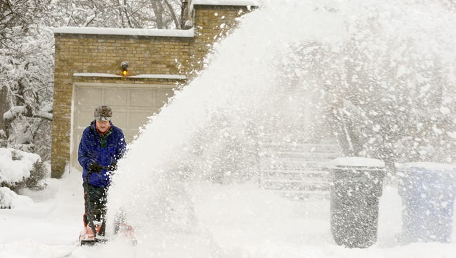 Dan Kehoe uses a snowblower on his driveway on Sunday, Feb. 1, 2015, on Kingsdale Avenue in Chicago.