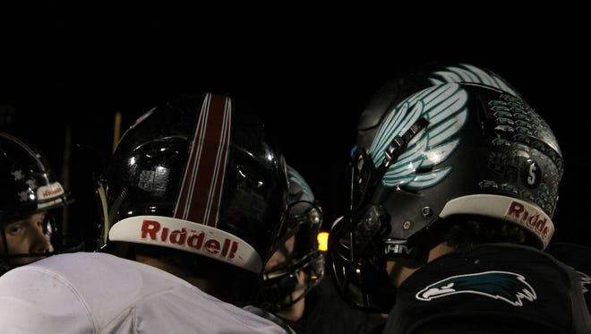 Highland and Desert Ridge captains prepare for the coin toss on Friday, Oct. 27, 2017 in Gilbert, Arizona.