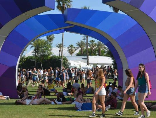 635690508050481475-635650879802123114-635643031633423463-Coachella1-Friday-Coachella-grounds2-1