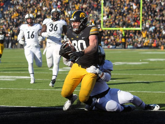 635838054965082201-635837192238942276-IOW-1121-Iowa-fb-vs-Purdue-39.jpg