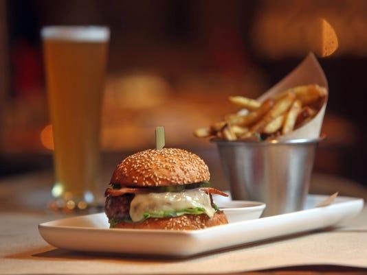 635961563060691742-the-inn-at-pound-ridge-burger.jpg