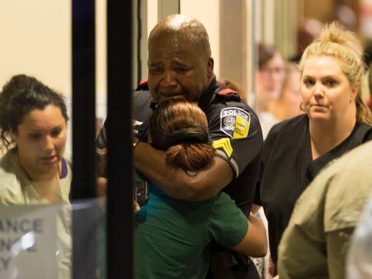 636035902669725957-636035318752900638-AP-APTOPIX-Police-Shootings-Protests-Dallas.jpg
