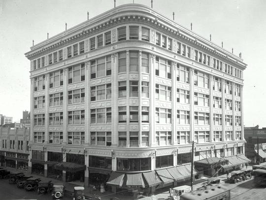 This photo shows how The Popular department store building