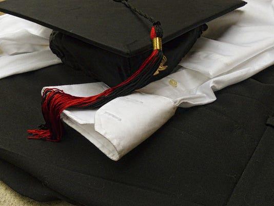 636080836602410471-graduation-clothes-14635887424j0.jpg