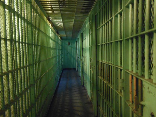 636186146766774157-jail-prison-bars.jpg
