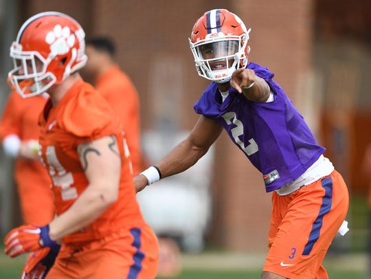 Quarterback Kelly Bryant (2) positions a teammate during
