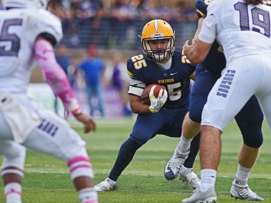 Caden Quintanilla is back at running back for Augustana