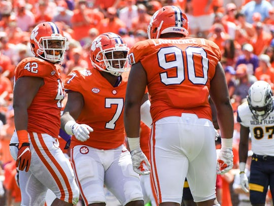 Christian Wilkins (42), Austin Bryant (7) and Dexter