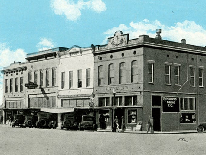 The corner of Main Street and Second Street in downtown Columbia in the early 1900s.