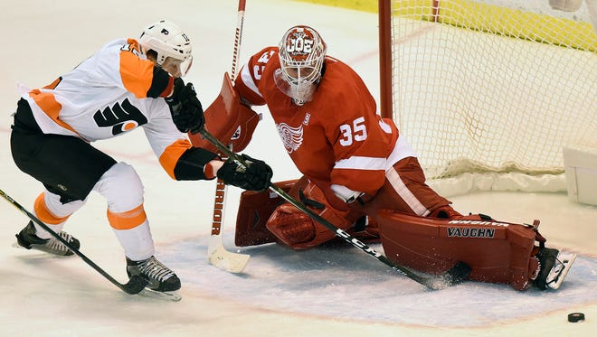 Philadelphia Flyers left wing Michael Raffl loses the puck against Detroit Red Wings goalie Jimmy Howard (35) during the first period in Detroit on Sunday, Dec. 11, 2016.