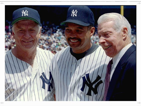 Reggie Jackson poses with fellow Yankee Hall of Famers