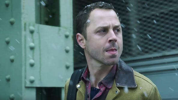 Giovanni Ribisi plays a con man running one on a family