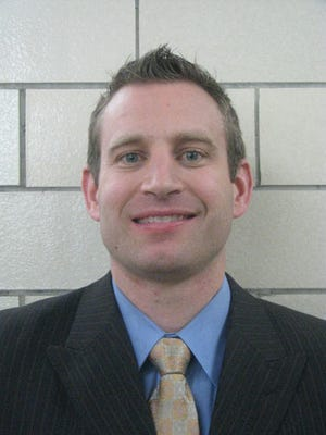 Former Romulus Coach Nate Oats hopes to lead Buffalo to an upset of Arizona in the West Regional.